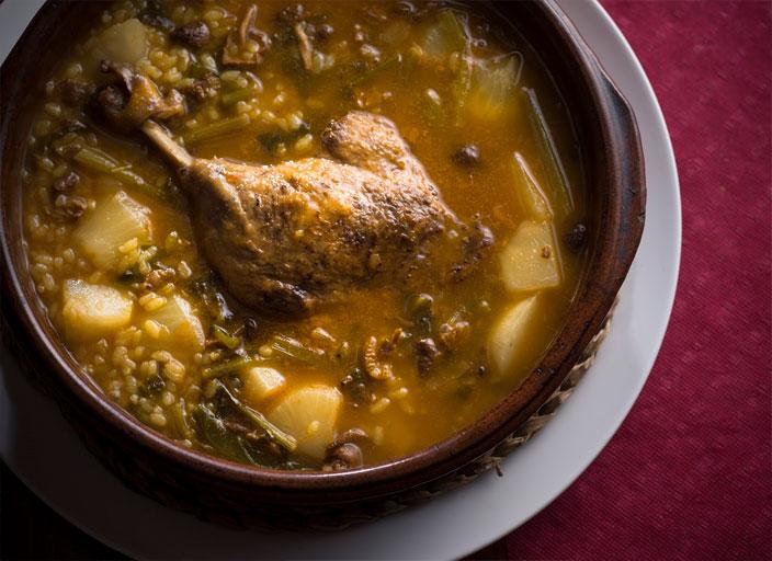 シャラン鴨、センデリージャ茸、蕪のカルドソ