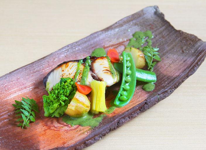 鰆の幽庵焼き 旬野菜添え 木の芽味噌かけ