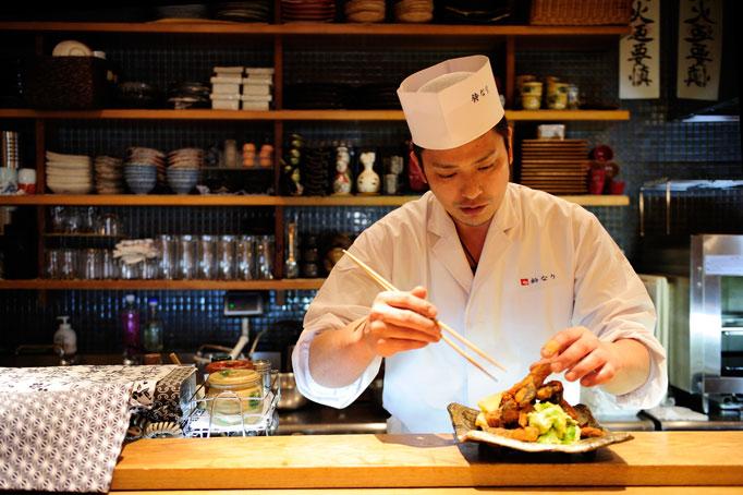 18歳で老舗の日本料理店に就職。生意気な性格が叩き直された。