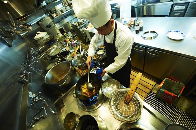 専門学校の中華コースを卒業し、四川料理まっしぐらの人生を歩み始める。