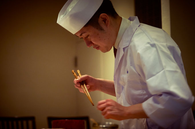 「料理とは人を楽しませるもの」と説く、師匠との出会い。