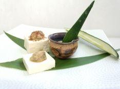 アンチョビで「なめろう」豆腐、チーズ、きゅうりを添えて。