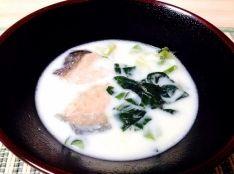 鮭と小松菜の中華クリームスープ