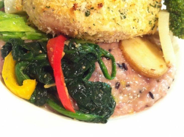 初夏野菜のリゾット、チキンハーブパン粉焼き