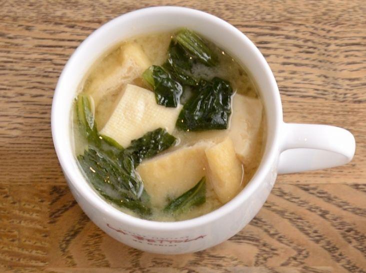 〔まかない〕小松菜と豆腐のみそ汁
