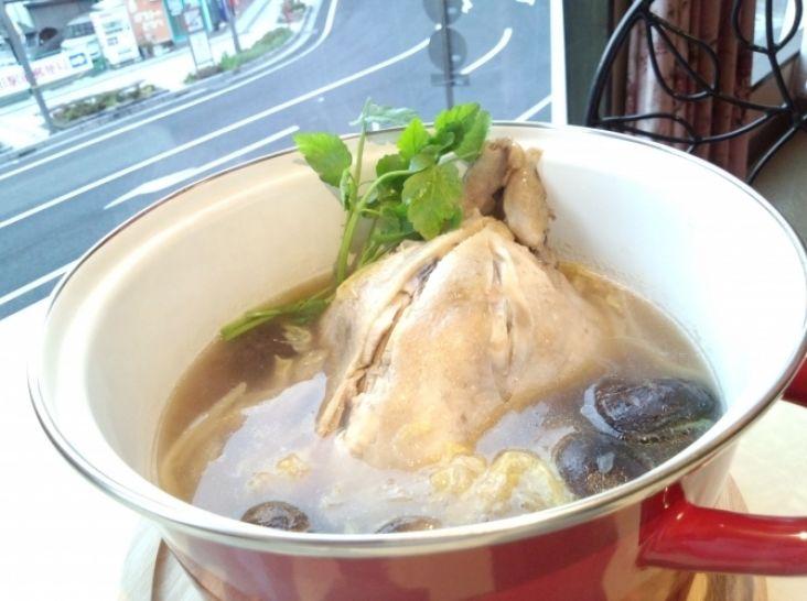鶏の煮込みの清湯スープ鍋