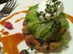 ビーフストロガノフのキャベツ包み冬野菜のラタトゥイユ添え