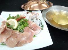 ベトナム風鶏肉香草鍋「フォーガーカイン」