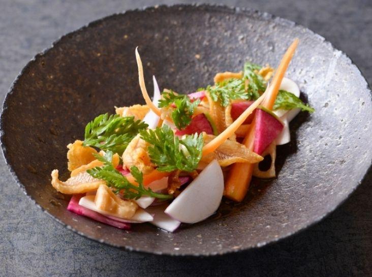 対馬産穴子刺しの唐揚げ 冬の彩サラダ