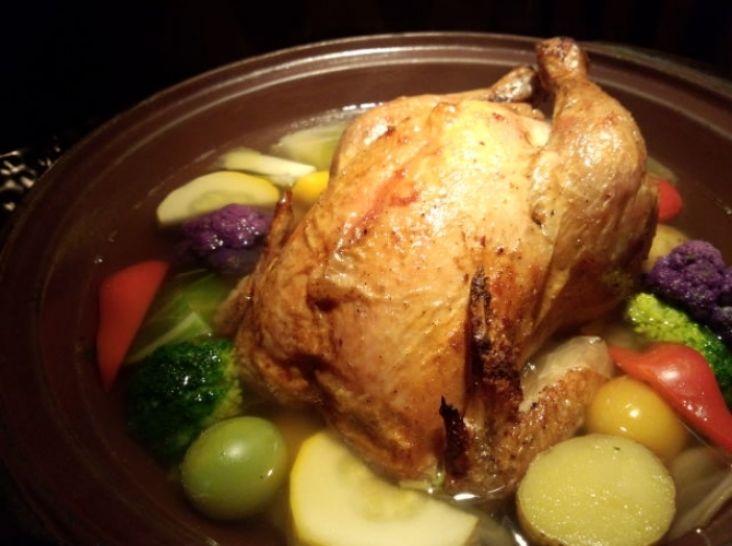 丸鶏のきの子ごはん詰めポトフ仕立て