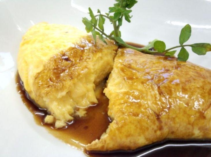 ご飯と美味しいフォンドボーのオムレツ