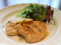 鶏肉のスカロッピーネ レモン風味