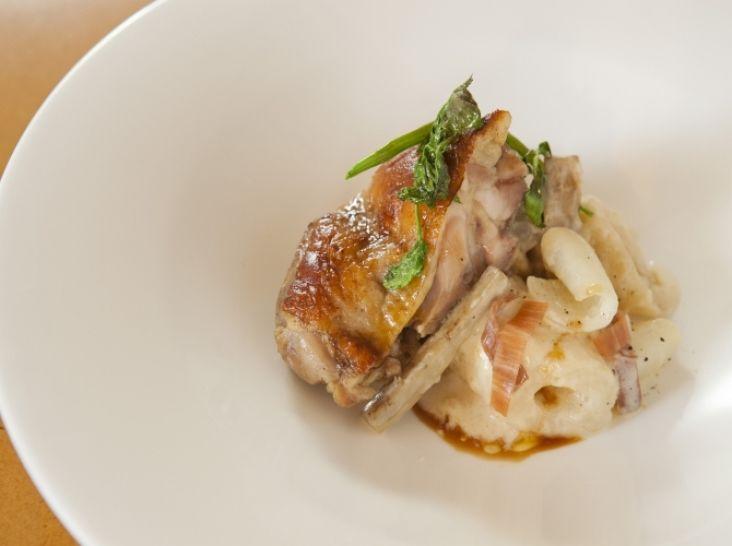 比内地鶏もも肉のコンフィ きりたんぽのチーズリゾット添え