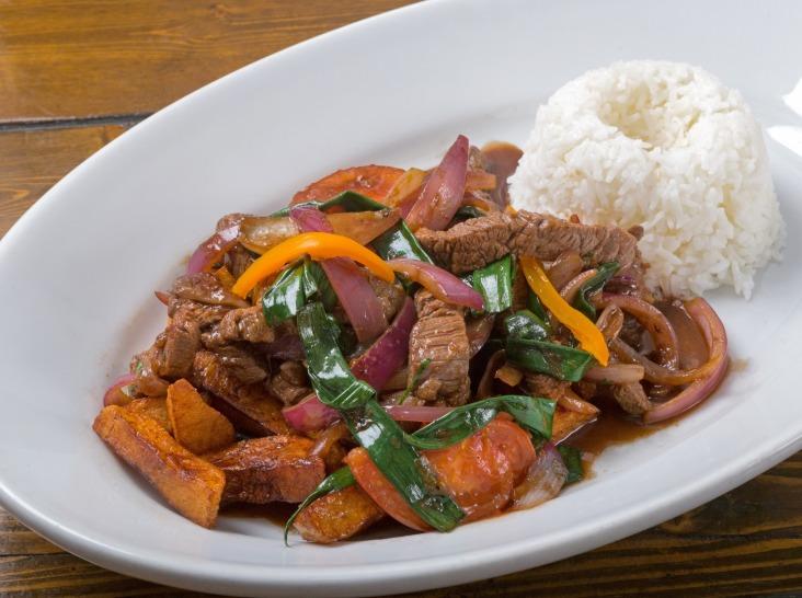 ロモ・サルタード(ペルー風 牛肉と野菜の炒め物)