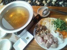 鶏もつ水炊き鍋