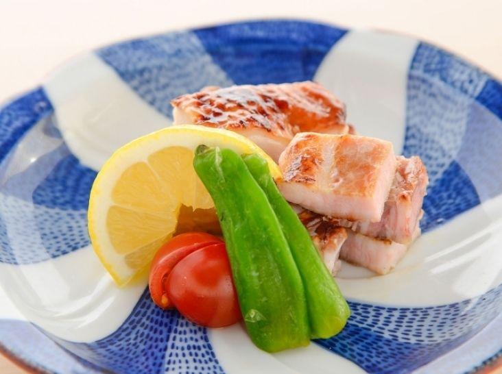 豚バラ肉と鶏モモ肉の幽庵焼き
