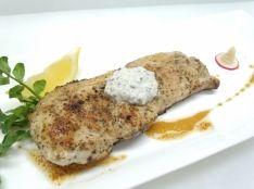 豚肉のオレガノ塩焼き ギリシャヨーグルトのタップナードソース