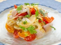 高崎産 桃とトマト・ズッキーニの冷製パスタ