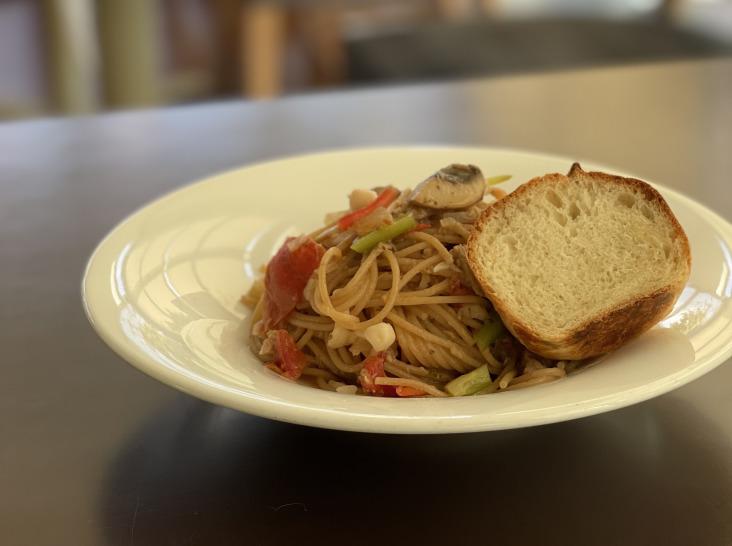 ツナと木の子、フレッシュトマトのスパゲッティー