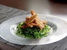 カリカリ鶏と豆苗のサラダ