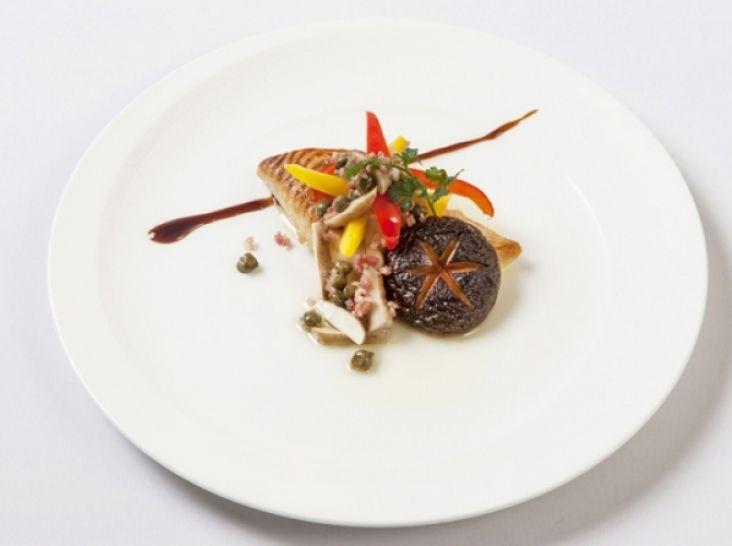 菌床椎茸と白身魚のステーキ 軸とケッパーの爽やかソース