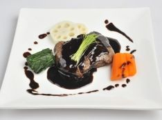 福島牛もも肉のきのこベシャメル包み焼