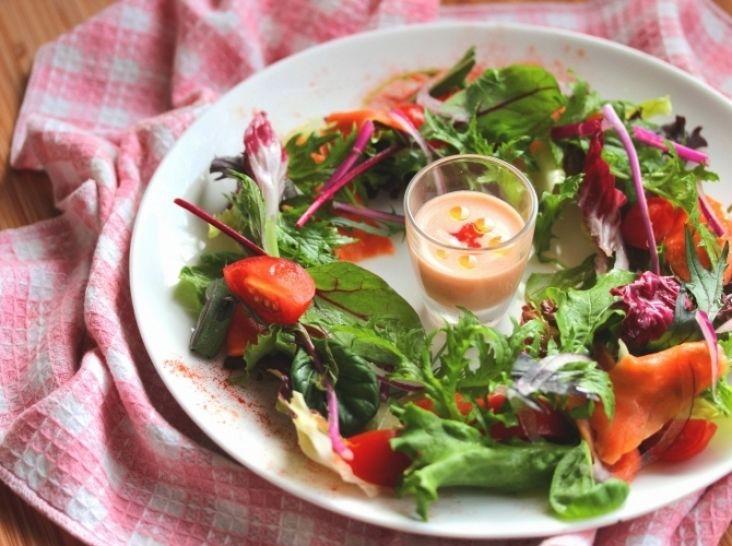 華やかでかわいい!クリスマスリースサラダ