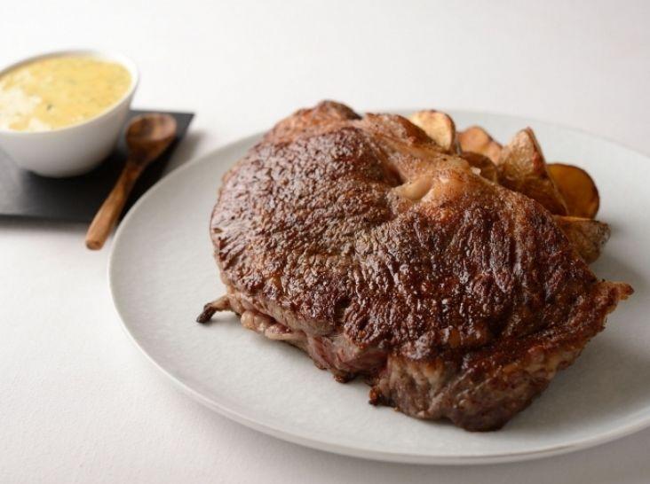 牛ロースステーキ ベアルネーズソース