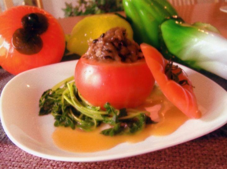 トマトの黒米ドライカレー詰め