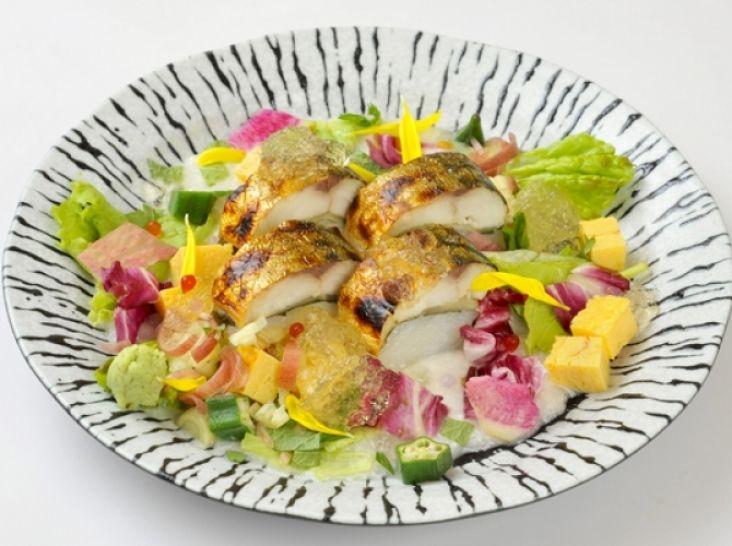 黄金焼き鯖すしのヘルシーサマーサラダ