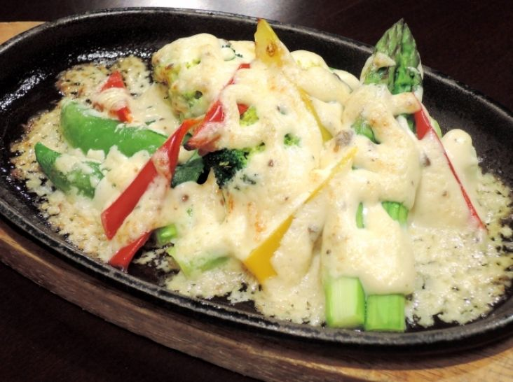 彩り野菜のアンチョビソース焼き