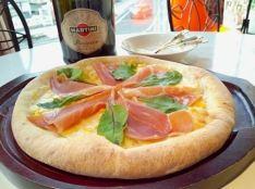 スイートコーンと生ハムのビアンコpizza