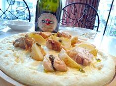 サンポッロ 鶏もも肉とジャガイモのローズマリー風味pizza