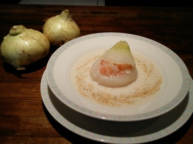 新たまねぎと海老の冷製スープ仕立て