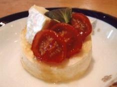 セミドライトマトとカマンベールチーズのハニートースト