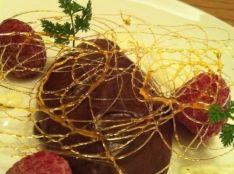 ふわふわチョコレートムース 濃厚バニラソースと共に