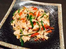 梅酒を使った鶏ささ身ともやしの和風チンジャオロース炒め