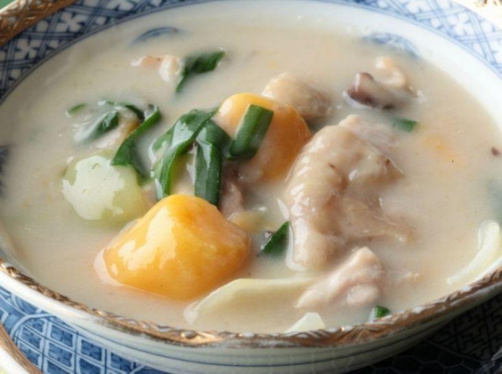 安納芋と鶏肉のココナッツ煮込み