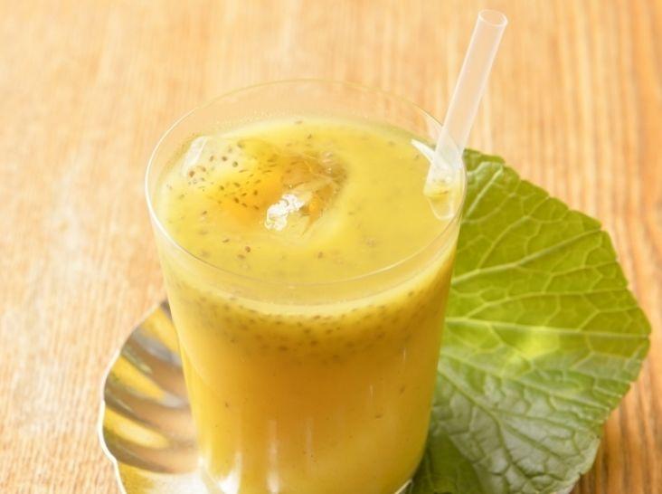 オレンジジュースとチアシードのヘルシー茶