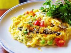 自家製ハーブオイルサーディンの卵焼き&香草サラダ