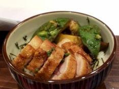 地鶏とアボカドの山椒焼き丼