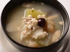〔まかない〕清補涼鶏煲湯(冬瓜、鶏肉の炊き込みスープ)