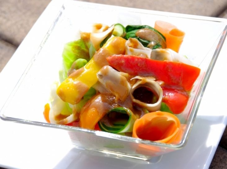 レアに熱を通した野菜サラダ・和風な味噌バルサミコソース仕立て