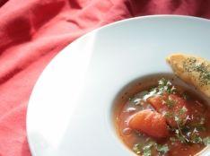 スパイシートマトスープと夏野菜とろーりかぼちゃチーズオムレツ