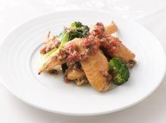 鶏の手羽先コンフィのソテー トマトプロヴァンサルソース