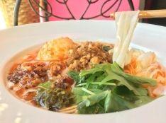 「オンノ・カウスエ」ミャンマー風ココナッツスープ麺