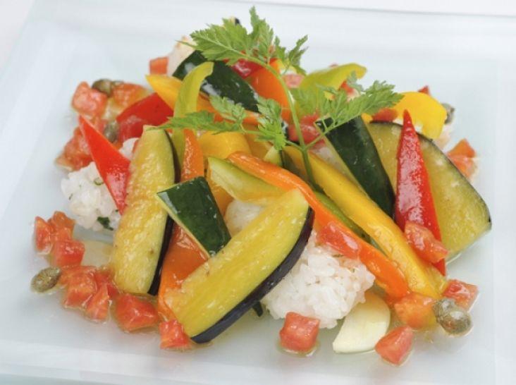 彩り野菜のカルパッチョ、ライスサラダ添え