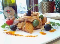 鶏もものロ一ズマリー風味、アンチョビポテトとクレソンオリーブ