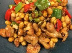 カリカリ大豆と鶏肉のピリ辛炒め