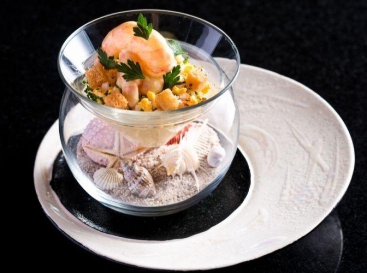 小海老のミモザ風サラダを魚介のフランと共に